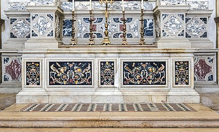 Santa Giustina (Padua) - Left nave – Chapel of St. Gregory the Great – Altar in polychrome stones