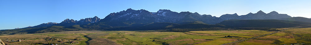 Sawtooth Mountains, ID, USA, panorama as seen from Stanley.jpg