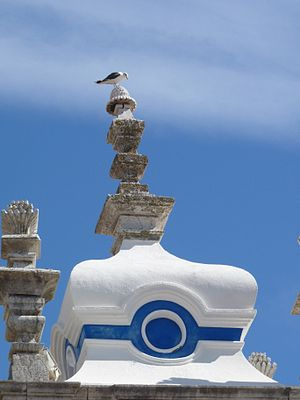 Seagull in Sesimbra´s church roof