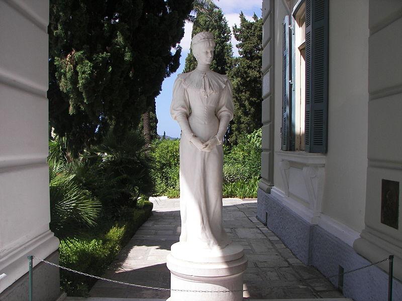 Archivo:Sisi statue in Corfu Achilleion.JPG