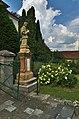 Socha u vstupu ke kostelu, Rozstání, okres Prostějov.jpg