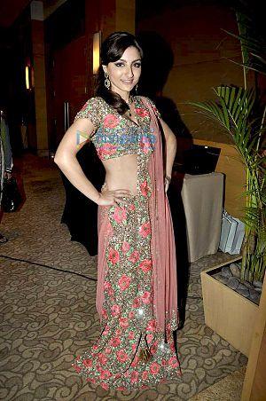 Soha Ali Khan at Beti Gitanjali's show at IIJW...