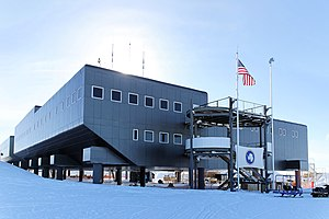 Amundsen–Scott South Pole Station - A view of the Amundsen–Scott Station in 2009. In the foreground is Destination Alpha, one of the two main entrances.