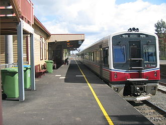 Sunbury railway line - Sprinter 7011 at Sunbury Station in 2005, prior to electrification of the station