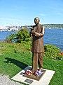 Statue-Sri-Chinmoy-Fremont.jpg