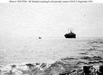 USS S-5 (SS-110) - The steamship Alanthus standing by the stern of S-5 on 2 September 1920, the day after S-5 accidentally sank off the Delaware Bay.