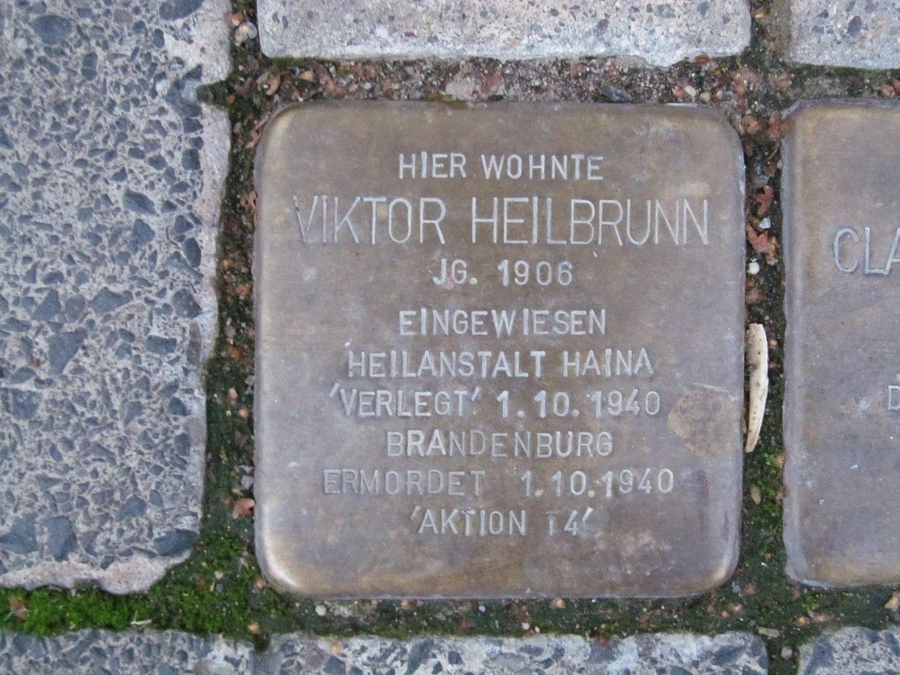 der Stolperstein für Viktor Heilbrunn