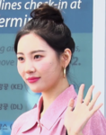Sunmi at Incheon Airport on April 11, 2019 (2).png