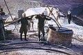 Syrien 1961 Tabqa Staudammprojekt Bohrstelle Menschen 0002.JPG