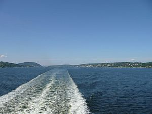 The wake of a 2-screw ferry at full speed ahead in the Oslo Fjord.jpg