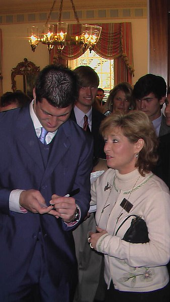 File:Tim Tebow signing an autograph for Michelle Rehwinkel Vasilinda Tallahassee, Florida.jpg