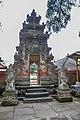 Tirta Empul temple (17057550851).jpg
