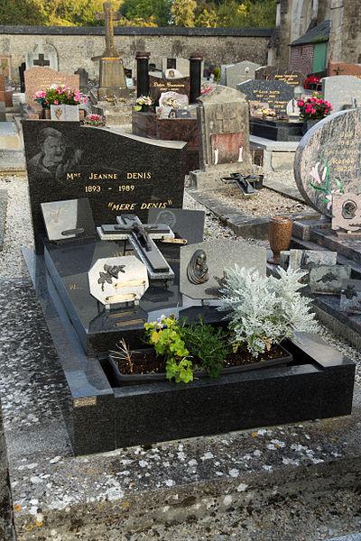 File:Tombe de la Mère Denis.jpg