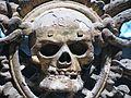 Totenkopf im Inneren von St. Nikolai, Stralsund.jpg