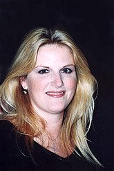 Trisha Yearwood 2002.jpg