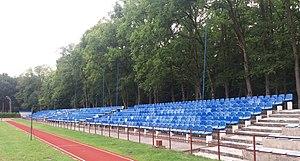 Trybuna gospodarzy stadionu w Słupcy 2016 r.jpg