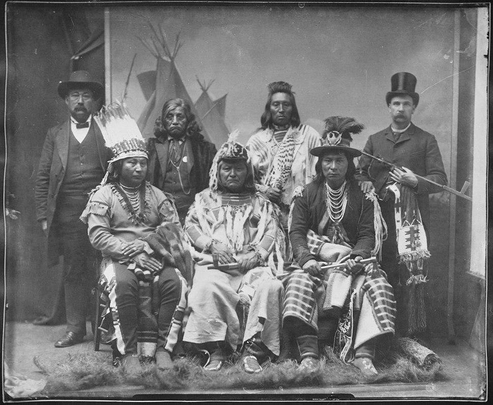 Umatilla, Paloos, and 2 white men - NARA - 523642