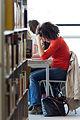 Une femme lisant à la biblothèque des Champs Libres de Rennes.jpg