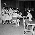 Verplegend personeel in de kantine van het Beilinson hospitaal te Petah Tikwa, Bestanddeelnr 255-4917.jpg