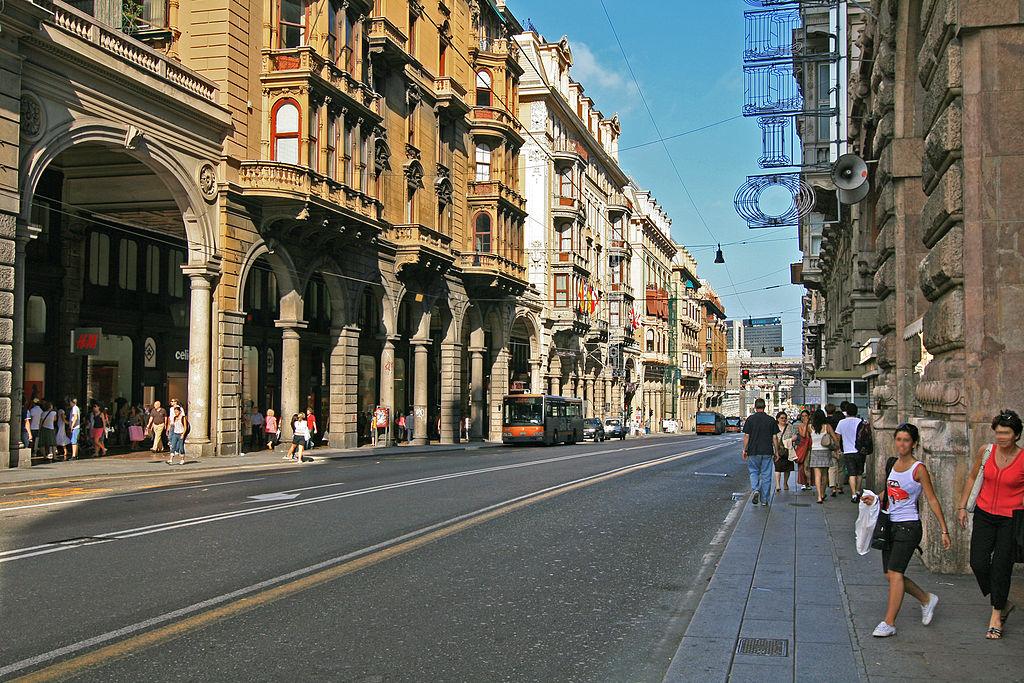 Avenue principale de Gênes dans le quartier de San Vincenzo : Via XX Settembre.