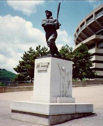 Three Rivers Stadium - Honus Wagner statue at Three Rivers