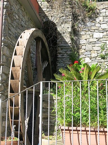 File:Watermill wheel in Manarola.jpg