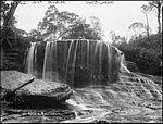 Weeping Rock, Wentworth Falls (4903840708).jpg