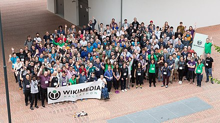 Wikimedia Hackathon Vienna 2017-05-20 GROUP PHOTO 03 16to9.jpg
