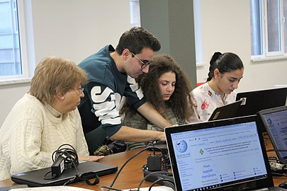 Workshop with Yerevan State College of Informatics students, Wikimedia Armenia 01.jpg