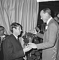 World Press Photo 1964 , de Engelsman Donald McCullin en links Prins Bernhard bi, Bestanddeelnr 917-2523.jpg