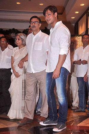 Suresh Oberoi - Yashodhara Oberoi, Suresh Oberoi, Vivek Oberoi at Rajesh Khanna's prayer meet 08