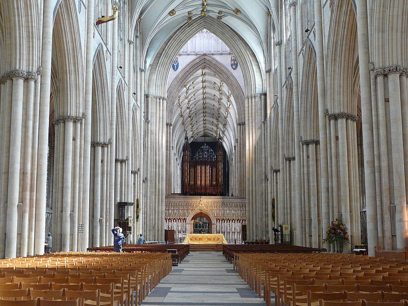 800px-York_York_minster_interior_001.JPG