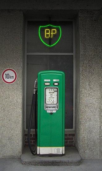 Fuel dispenser - Image: Zapfsäule BP Wien