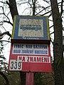 Zastávka Týnec nad Sázavou, hrad Zbořený Kostelec, značka.jpg