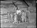 """""""Part of the family of Hugh Noe, a renter on a farm near Andersonville, Tennessee."""" - NARA - 532650.tif"""