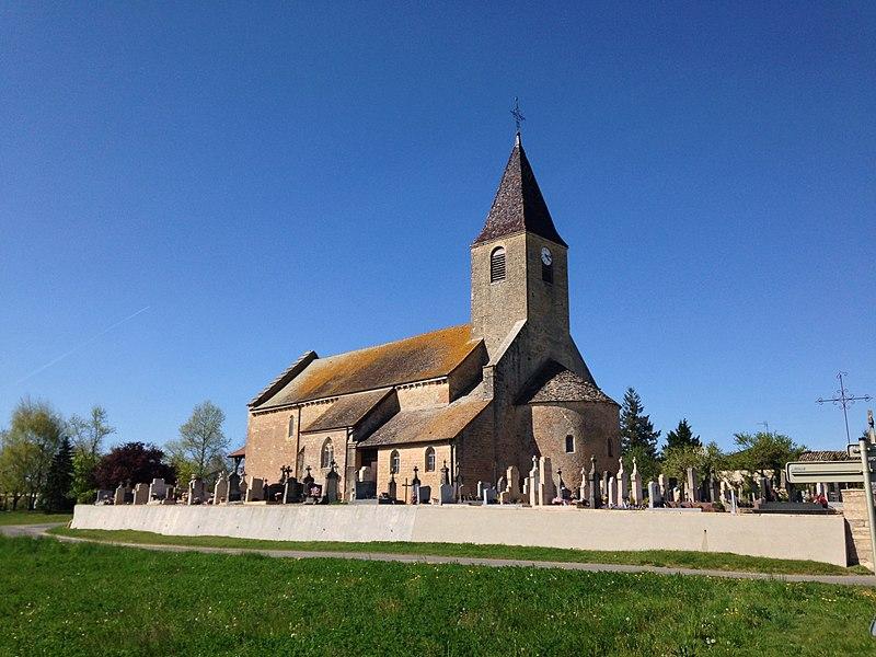 Vue sur l'église de Chevroux