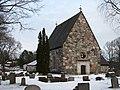 Össeby-Garns kyrka, nordvästifrån.jpg