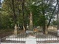 Братська могила воїнів Радянської армії село Дарахів.jpg