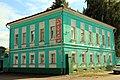 Коломна, Комсомольская, 16, городская усадьба, главный дом, вид через перекрёсток.jpg
