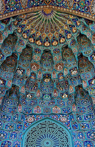 Maiolica portal of Saint Petersburg Mosque. Credit: Сподаренко Юрий Степанович (User:Canes) / License: CC-BY-SA