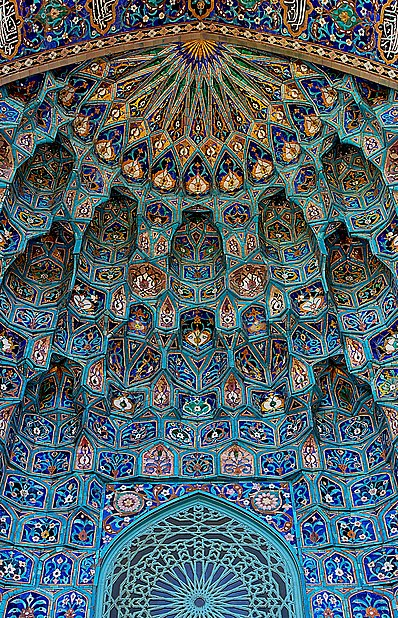 Best photo of a building element. Majolica of St. Petersburg mosque. Author: Canes