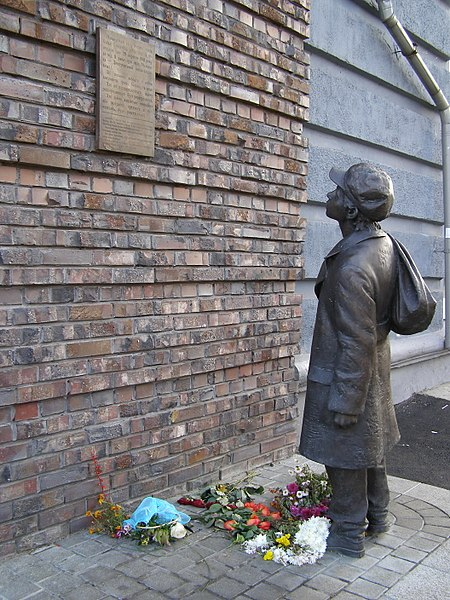 Datei:Памятник евреям, погибшим в Бабьем Яру.jpg
