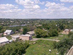 Вигляд на центр селища та річку Сугоклія
