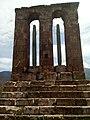 Կոթող-մահարձան Օձունի վանքի բակում 06.jpg