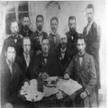 אגודת דורשי ציון בהומל ביילורוסיה (1898-1897) שני משמאל בשורה התחתונה שניאו-PHG-1031046.png