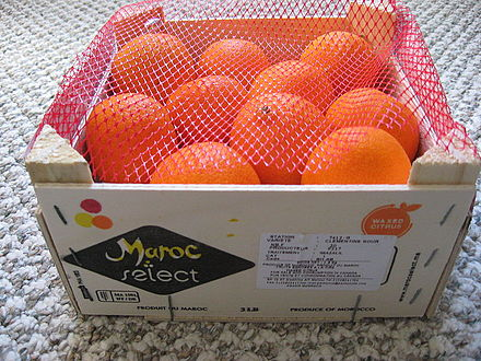Crate of clementine (mandarin) oranges from Morocco. يوسفي مغربي.jpg
