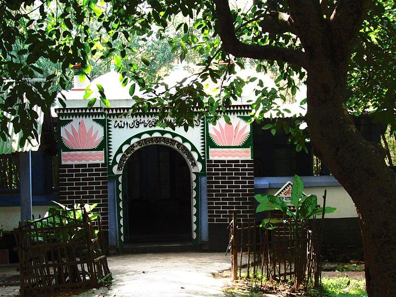 লালদিঘি নয় গম্বুজ মসজিদ প্রবেশ পথ.jpg