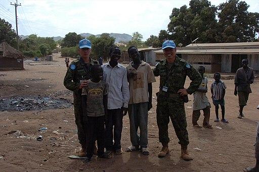 南スーダン国際平和協力業務・現地住民に寄り添い R 国際平和協力活動等(及び防衛協力等) 30
