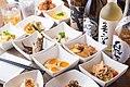 小料理バルさくら 小鉢と地酒の画像.jpg
