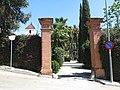 064 Can Malagrida (Premià de Dalt), portal del recinte, c. Josep Carner Puigoriol 2.jpg
